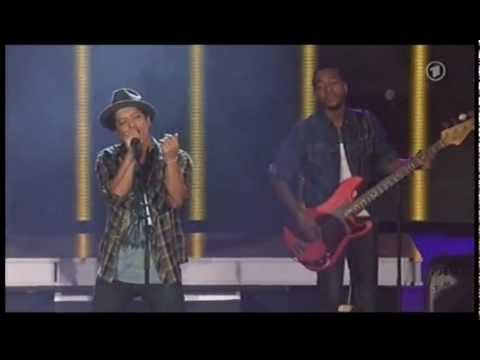Bruno Mars -Valerie (Live) At The New Pop Festival 2011
