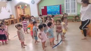 Ngọc Linh - She's learning to dance