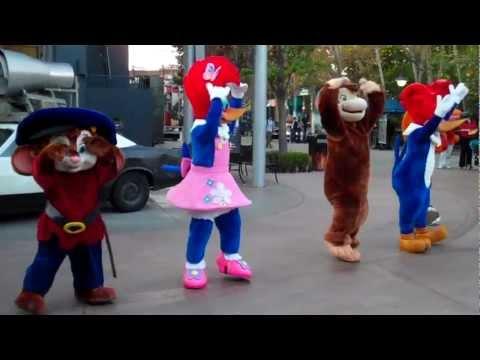 Cartoon Characters Dance at Universal Studios Hollywood