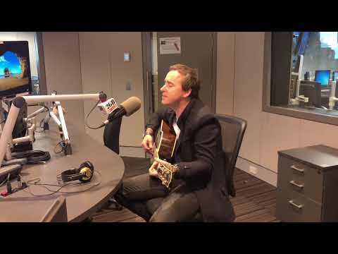 Damien Leith performs 'Amazing Grace' live in studio
