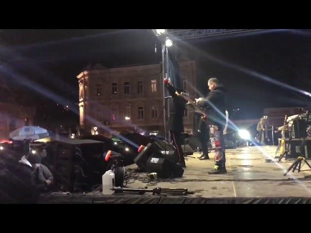 Ovako su Tuzlaci dočekali Novu godinu na Trgu slobode u Tuzli