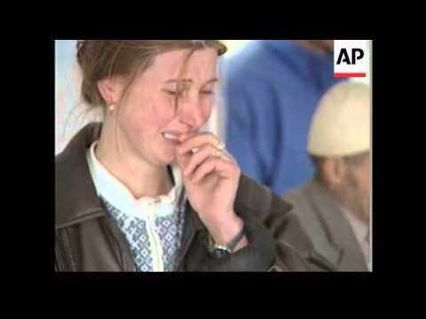 ALBANIA: KOSOVO: FAMILY REACH ALBANIAN BORDER