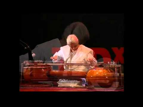 TEDxLahore - Noor Zehra - Demonstrating the majesty of music through Saagar Veena