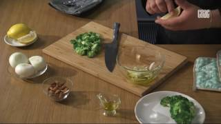 Салат из брокколи с мидиями - Блюдо дня.
