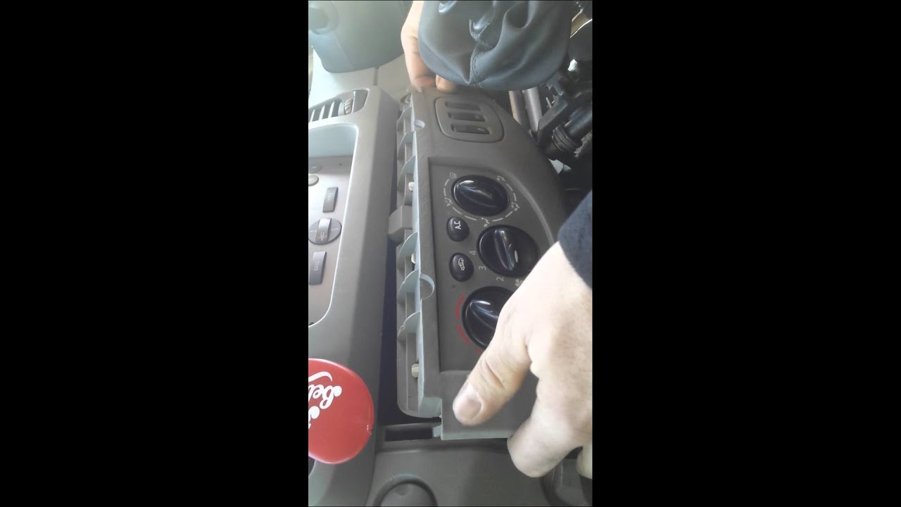 Vauxhall Vivaro Youtube Nissan Primastar Fuse Box Manual