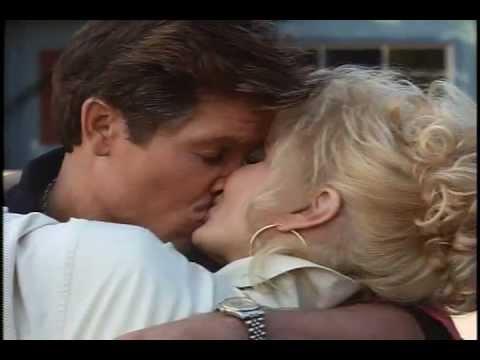 Munchie - Andrew Stevens kisses Loni Anderson