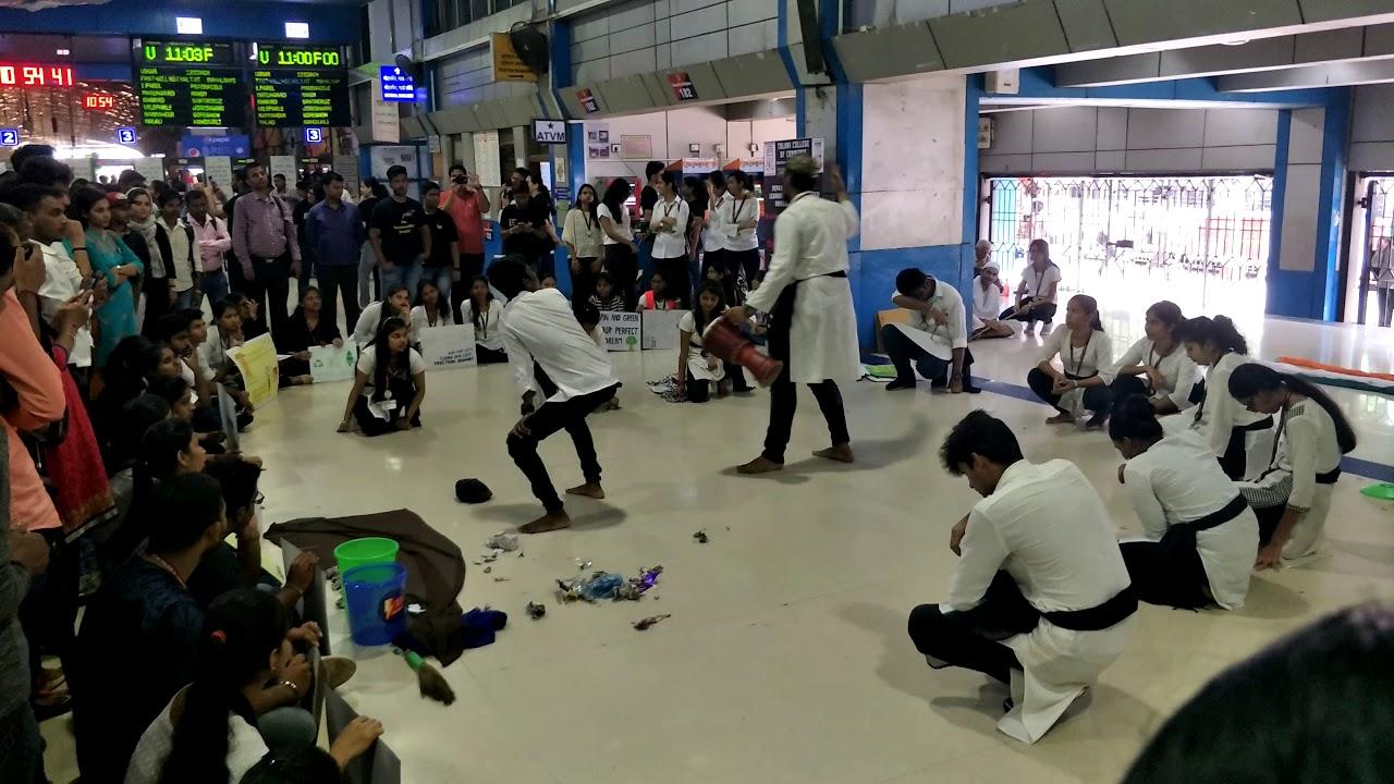 #स्वच्छ भारत अभियान #mumbai #gandhijayanti  #drama at churchgate #station #2020