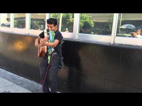 Músico Callejero Interplaza en Monterrey N.L , Mexico