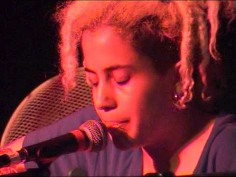 Kimya Dawson  27/06/03 St Ouen, Mains d'Oeuvres, Mo'Fo