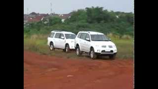 Ford Everest vs Pajero Sport by AUTOCAR Indonesia
