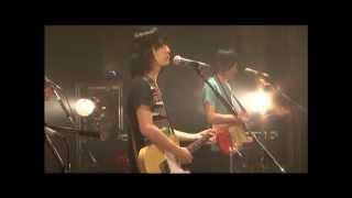 フジファブリックの名曲「茜色の夕日」です。特にこの日の志村さんのMC...