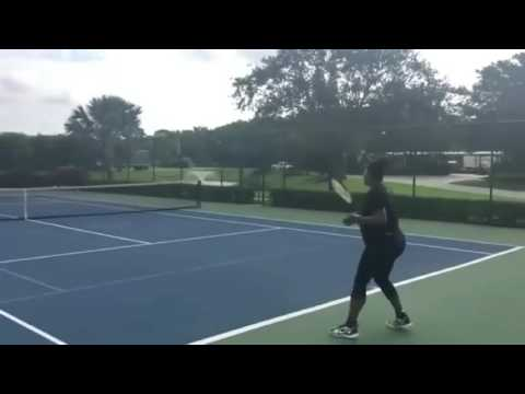 Pregnant Serena Williams playing tennis