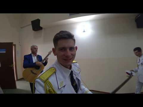 Русский парень исполняет казахские песни без акцента