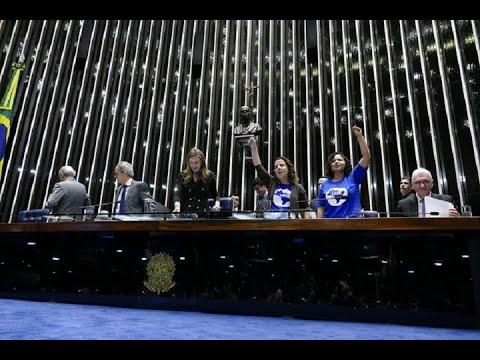 Sessão Solene do Congresso comemora 80 anos da União Nacional dos Estudantes