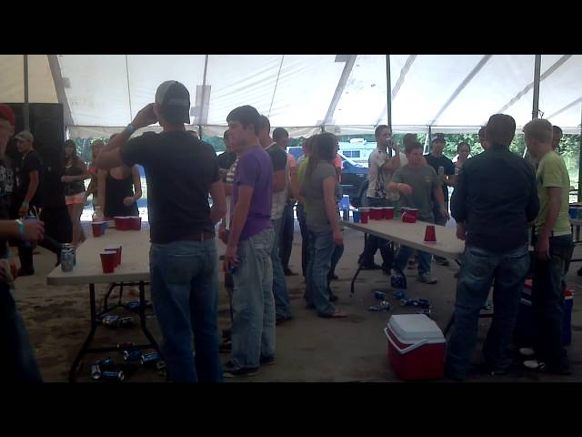 Amish party an beerpong contest