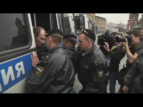 Russian police arrest anti-Putin protesters in Moscow's Red Square