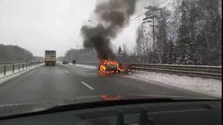 На трассе в Тверской области сгорела легковушка