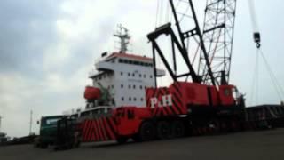 Bongkar muat kapal container