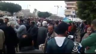 بالفيديو- تجمهر أهالى بشبين الكوم عقب إطلاق ضابط شرطة النار على سائق توك توك