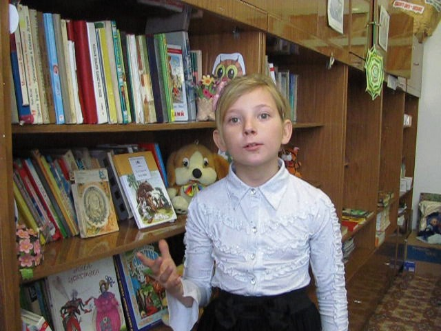 Изображение предпросмотра прочтения – ВикторияВоронина читает произведение «Ворона и Лисица» И.А.Крылова
