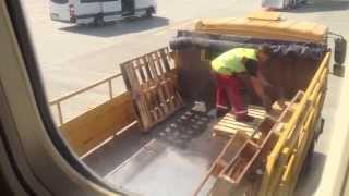 Cisco — кидают коробки при транспортировке высокотехнологичных грузов(Спасибо за подписку ☆ Летели в Нидерланды, заметили, как грузят коробки с маркировкой Cisco. Что останется..., 2015-03-25T10:45:29.000Z)