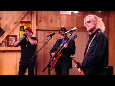 """Live From Daryl's House feat. Aaron Neville - """"Hercules"""""""