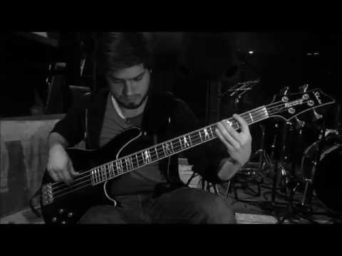 Circus - Dirty Loops (4 string bass cover)