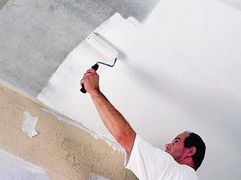 видео: Покраска побелка потолка и плинтусов своими руками Обучение