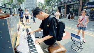 ストリートピアノを見て突然弾き始める学生!上手すぎ...