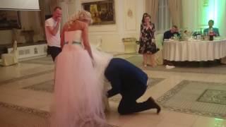 Подвязка невесты на свадьбе