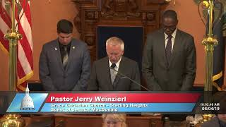 Sen. MacDonald welcomes Sterling Heights pastor for invocation