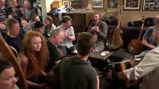 Session at Tigh Ruairi with Dónal Lunny and more,  Craiceann Bodhrán Festival 2016