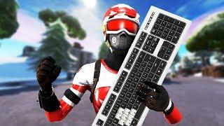 Construindo no Fortnite sem keycaps no meu teclado.