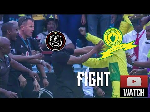 Mamelodi Sundowns Attacker 🔪VS Orlando Pirates Bench⚽ [MASSIVE FIGHT] 10/11/ 2018 HD🔥