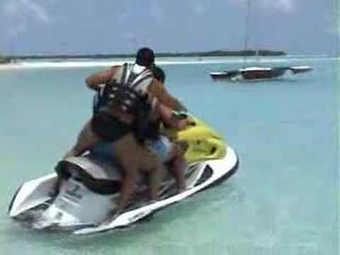 Moto acuatica en las Maldivas