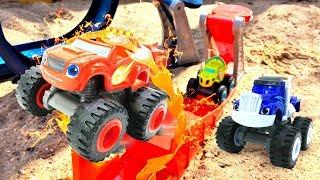 Машинки Вспыш и друзья чудо-машинки на детской площадке. Песочница. Игры с машинками на улице