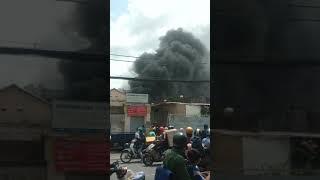 Cháy nguy ngút ở tân phú nổ cả bình điện