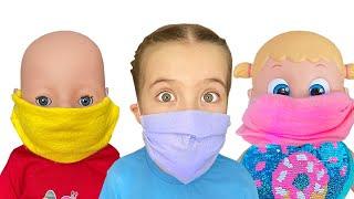 Маша шьет маски себе и для кукол