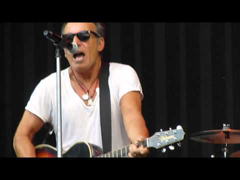 "Bruce Springsteen - ""Growing Up"", Live, acoustic pre-concert performance. Paris, 29th June 2013"