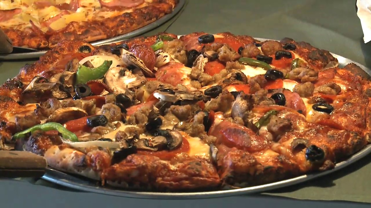 Round Table Pizza Clubhouse - YouTube