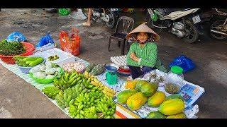 Bà cụ nhịn đói cả ngày, vượt 150 cây số từ Vĩnh Long lên Sài Gòn bán mấy nải chuối, đu đủ