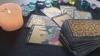 Какие энергии сейчас вокруг Вас? А также совет карт Таро.