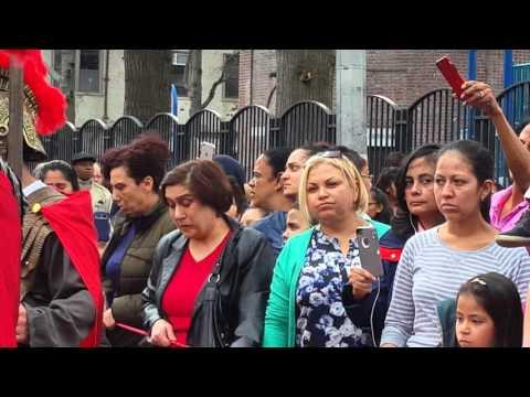 Inizio Processione del Venerdi Santo a Belmont nel Bronx NY  parte1