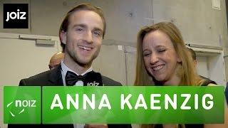 Anna Kaenzig und ihre Karaoke-Nachbarin