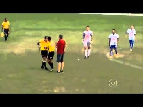 SHOCKING ! REFEREE PULLS OUT GUN DURING A FOOTBALL MATCH VIDEO