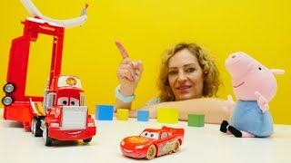 Tolle Spielzeugautos - Lightning McQueen und Mack Truck