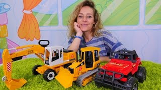 Nicole spielt mit Spielzeugautos. Videos für Kinder.