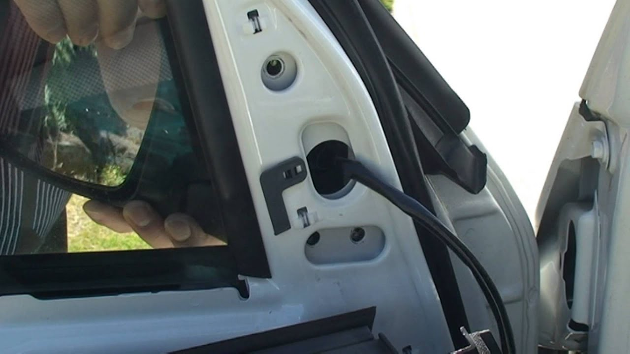 How To Replace The Rear View Mirror Of A Toyota Hiace