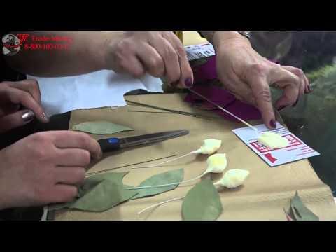 Cмотреть видео онлайн Сделать своими руками из кожи цветок или Мастер класс по кожаным цветам