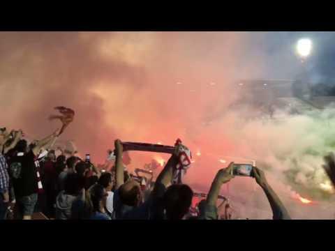 Vicenza - Spezia: la contestazione e il lancio di torce della curva sud